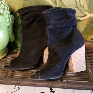 EUC Cato Vegan Blk Suede Ankle Booties 7M